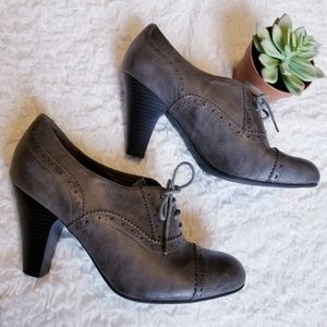 Guess Vintage Style Lace Up Heels in Gray 9.5